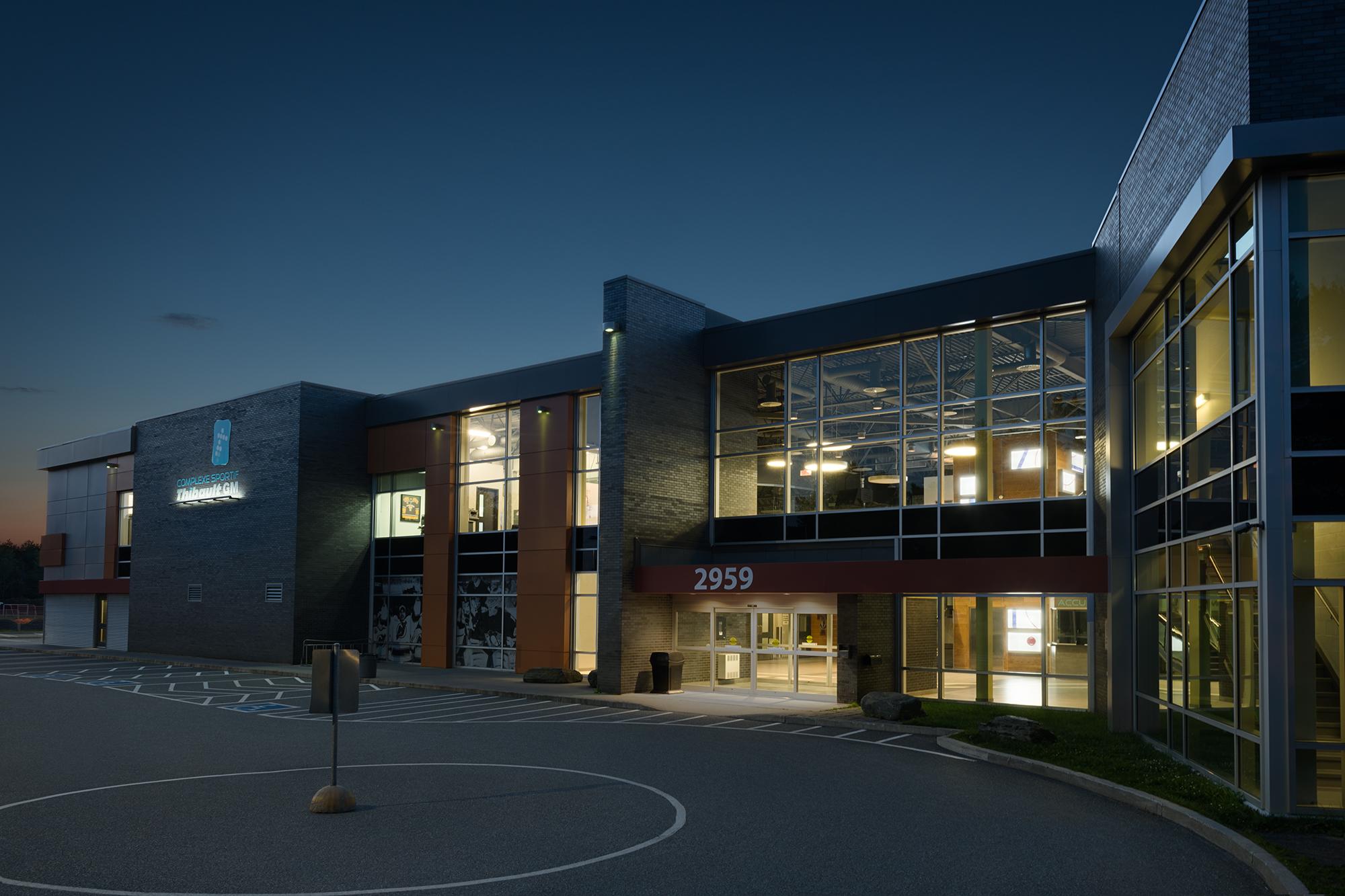 bâtisse extérieure du Complexe Sportif Thibault GM
